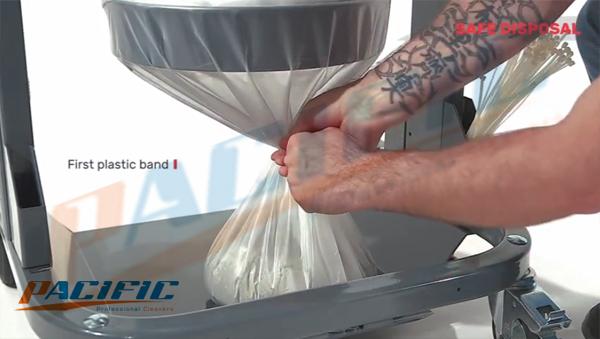 Máy hút bụi công nghiệp Delfin sử dụng túi Longopac